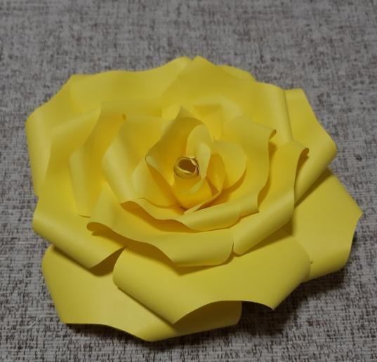 Paper Flowers & # 8212; Mga scheme at mga template para sa paglikha ng mga kulay ng papel na yugto 28.