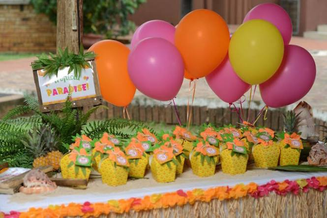 Result For Http Www Partycity Com Images Set C Gateways Party Supplies Theme Parties Luau 20160820 Decorations Jpg Pinterest