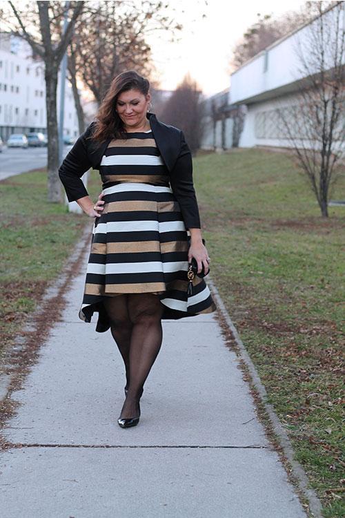 kardiaserena-outfit-plussize-fashion-curvy-asos-gestreiftes-kleid-metallic-look-luxury-coast-plus-michael-kors-clutch-pierre-lang