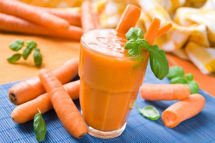 Какие продукты нужно есть при низком гемоглобине: свежий морковный сок