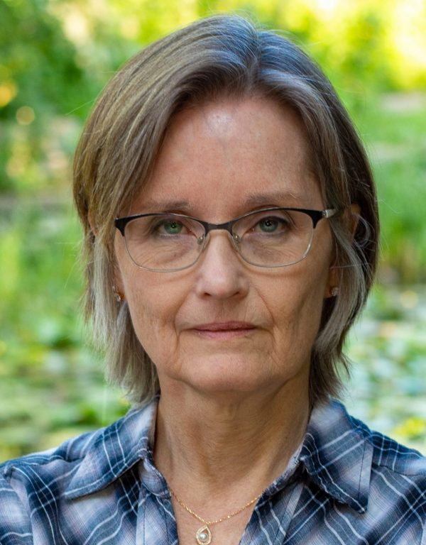 Sue Burke Dreams Up Super Intelligent Plant Life, Karen Hugg, https://karenhugg.com/2019/11/24/sue-burke/, #SueBurke, #Semiosis, #Interference, #sciencefiction #books #novels, #interview, #plants