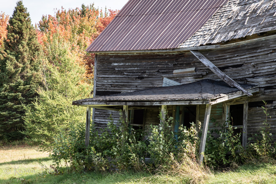 ramshackle home in Quebec