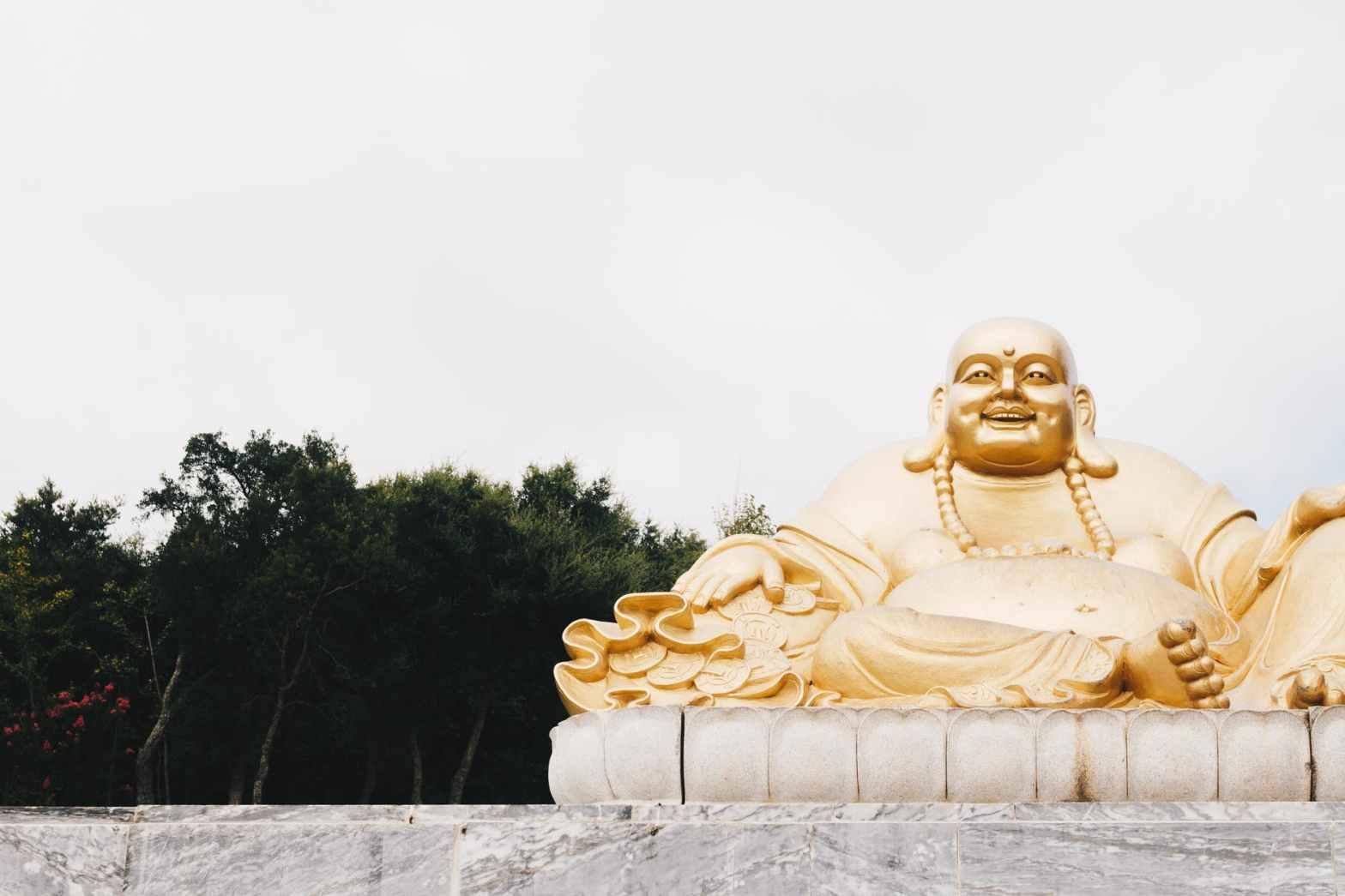 gold buddah statue