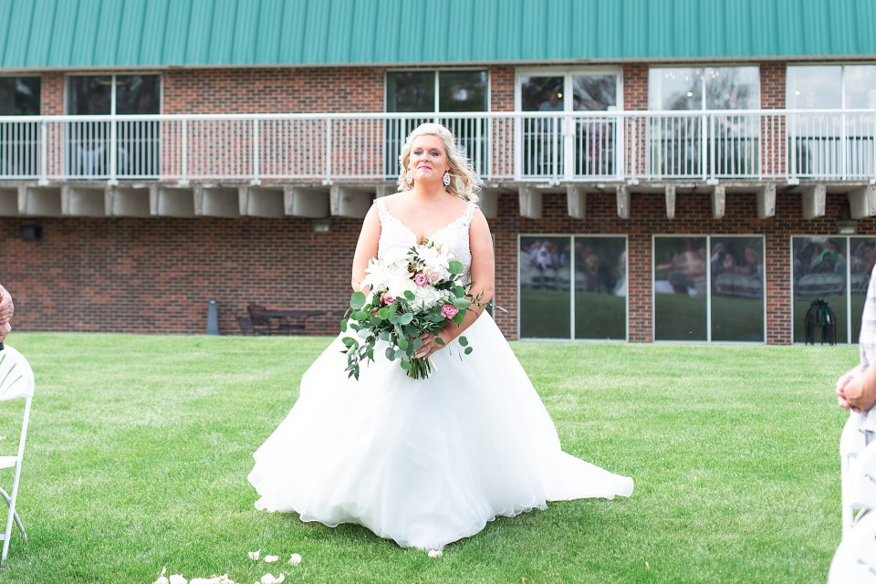 Turtle Run Golf Course Wedding in Danville, Illinois by Karen Shoufler Photography