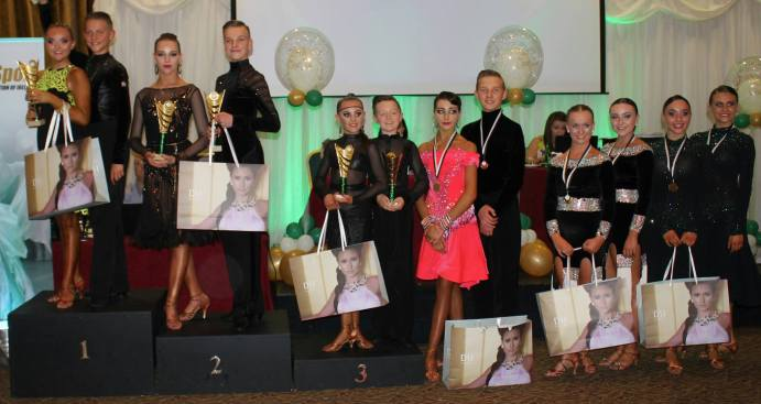 Sean and Megan top 3 in U16 Latin 5dance ! Not bad for being 12 ;) Faustina and Kelly in the final as well and they only started !