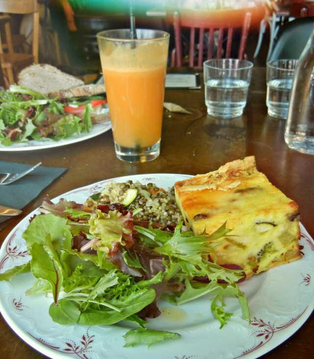 cafe_lomi_quiche_salad
