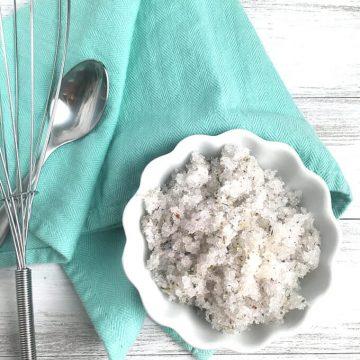 DIY Lavender Epsom Salt Scrub! Super easy body scrub recipe, and so beneficial for your skin.