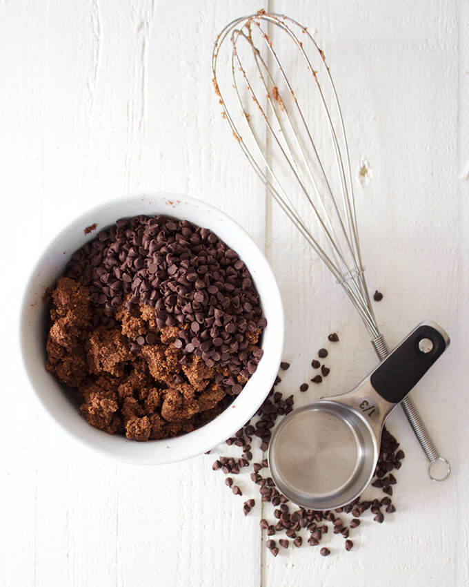 Healthy vegan chocolate cake pops