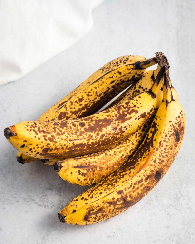 A bunch of 5 overripe bananas.