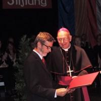 Karl Immervoll erhält eine Auszeichnung