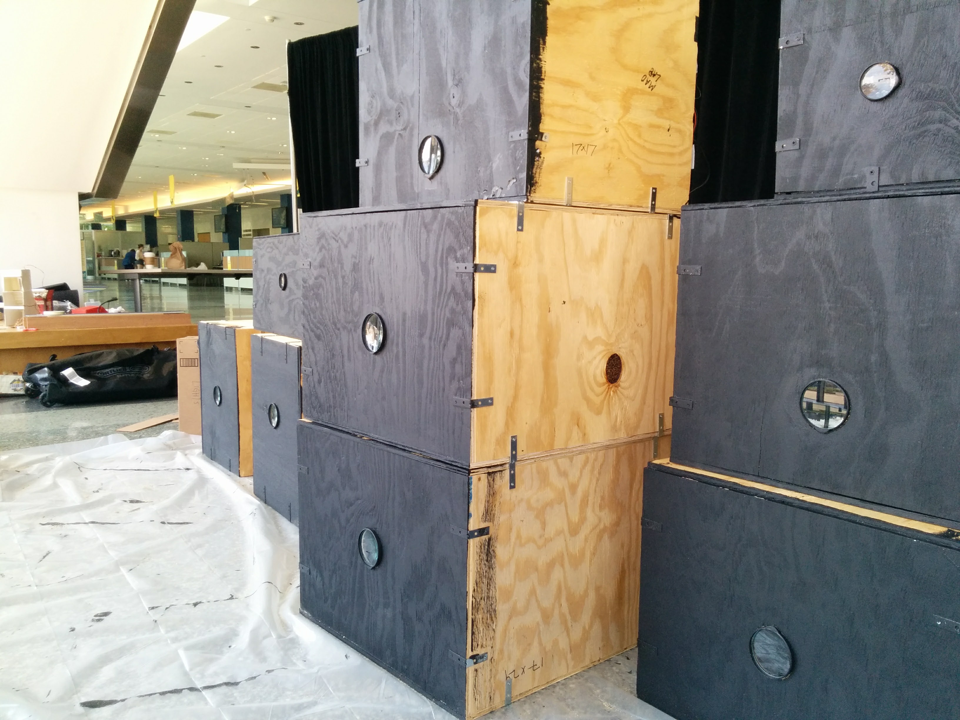 setup of the installation - lupe hole boxes