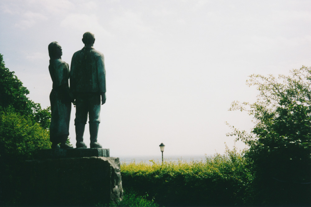 Another statue or sculpture, this time of Swedish author Vilhelm Moberg's characters Kristina and Karl-Oskar. They, like thousands of other Swedes, emigrated to America during the 19th century, and it was from Karlshamn – where I found the statue – that most of the ships left.