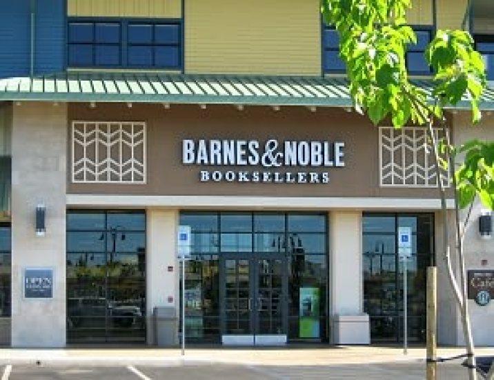 Barnes & Noble, Dark Awakening book signing location, Lahaina, HI