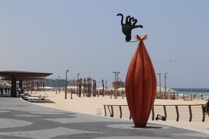 Trumpeldor beach public art
