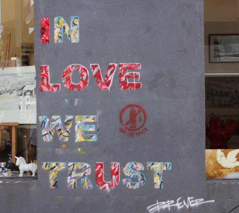 In Love we trust graffiti