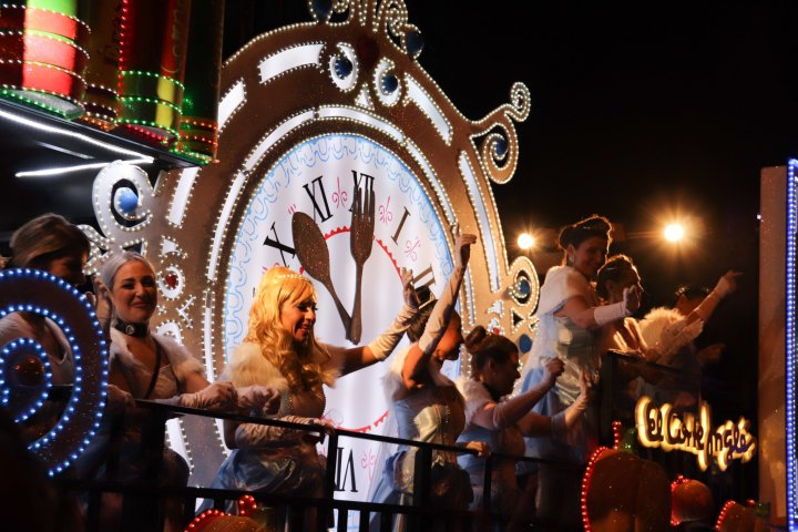 The El Corte Ingles float in the Las Palmas Carnival 2020. If you can, plan your visit while the carnival is taking place.