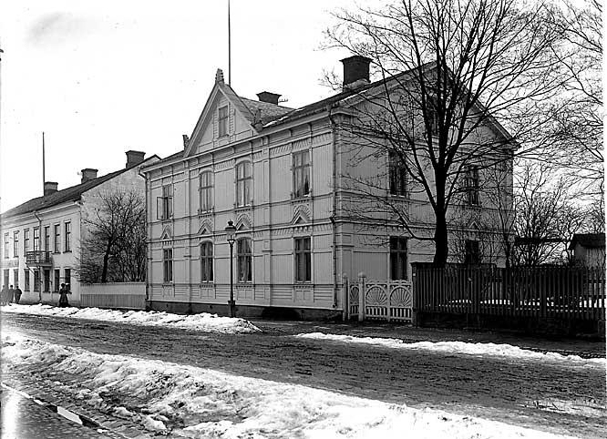 På innergården till detta vackra hus fångades pyromanen i Karlstad 1959