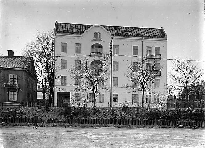 Sandbäcksgatan 9, stram jugend ritad av arkitekten Iwar Björkman. Rivet 1966.