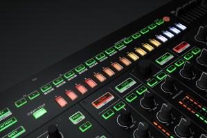 Контроллер Roland DJ-808