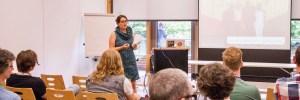 Foto von Valentim Bachem auf den Drupal Business and Community Days. hier ist ein Bild von mir bei meinem Vortrag über CSR zu sehen.
