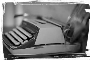 typewriter-751566_640