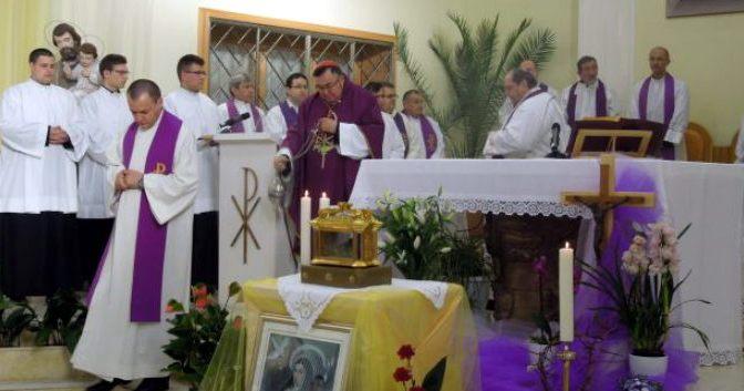 Kardinal Puljić slavio Misu uz moći svete Terezije Avilske