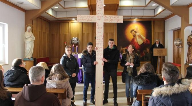Karmelski bogoslovi na križnom putu za mlade