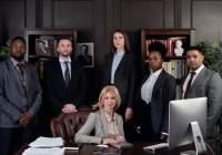 Jak zarządzać firmą: https://www.pexels.com/photo/lawyers-posing-for-a-photo-4427430/