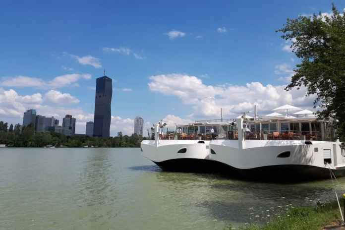 vienna city boat danube