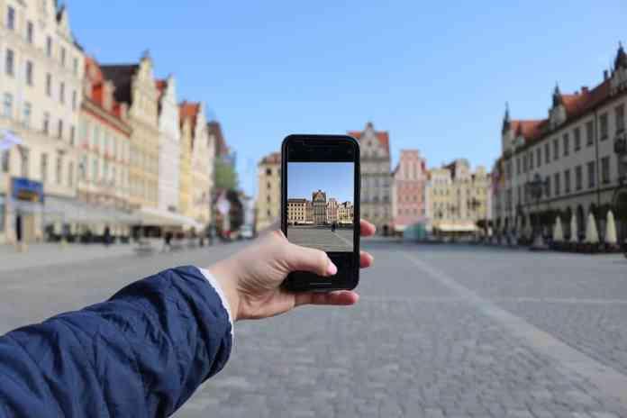 rynek wroclaw phone photo taking