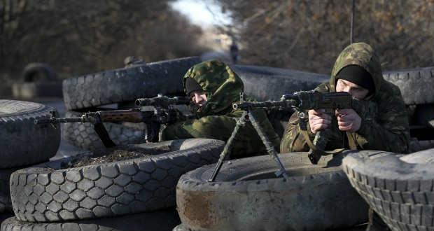 Kijev szerint ismét tiltott nehézfegyverekkel támadnak a szakadárok a kelet-ukrajnai fronton