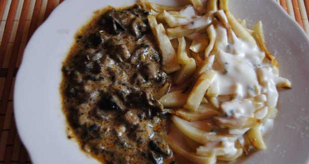 Gombaszószos burgonya tzatziki öntettel recept