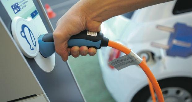 Elektromos gyorstöltőállomás-hálózatot létesítenek német autógyárak