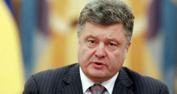 Porosenko: heteken belül megérkezik Ukrajnába az első amerikai fegyverszállítmány