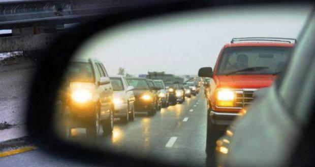 Járművezetők figyelmébe: októbertől kötelező a fényszórók használata