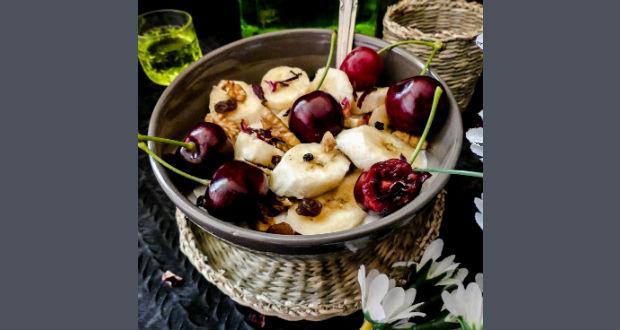 Zabkása görög joghurttal, banánnal, dióval