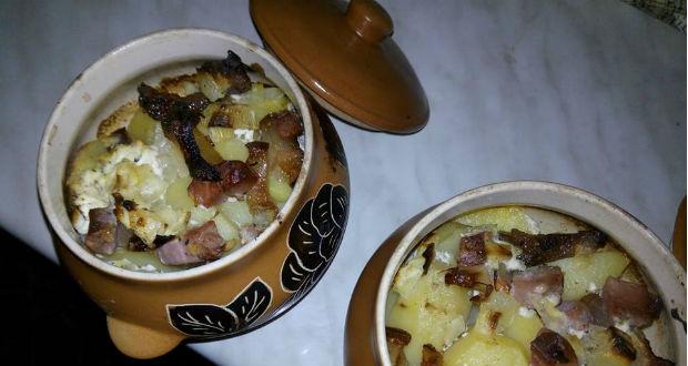 Kerámia edényben sült paraszt krumpli