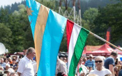 Érvénytelenítette a törvényszék a március 15-i magyar zászlókért Székelyudvarhelyre kirótt bírságot