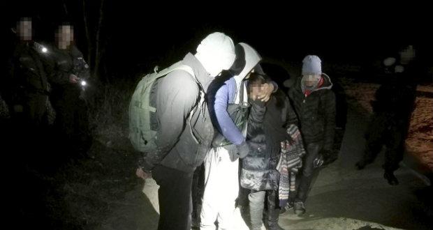 Átadták az afgán határsértőket az ukrán hatóságoknak
