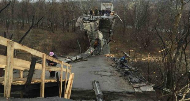 Minszkben megállapodtak a Sztanicja Luhanszka-i híd körüli terület aknamentesítéséről