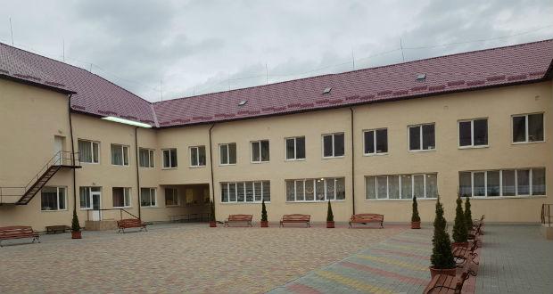 Átadták a Nagyberegi Középiskola felújított belső udvarát