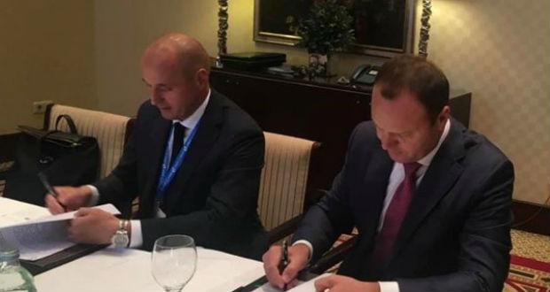 Tíz évre szóló szerződést írt alá a kőolajtranzitról Ukrajna és Oroszország