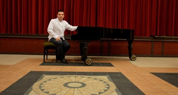 Felhangolva: Bacsi János zongoraművész