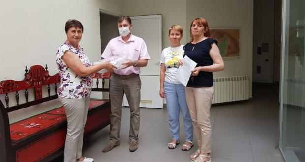 Закарпатський угорський інститут ім. Ференца Ракоці ІІ передав тести на коронавірус Берегівській лікарні