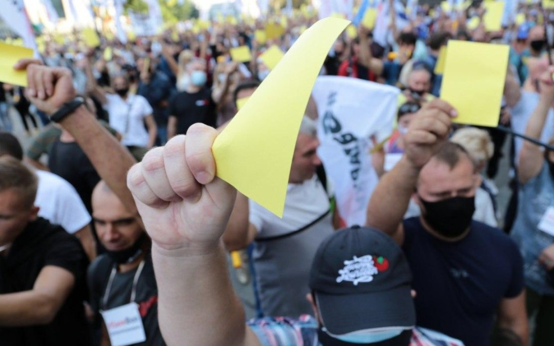 Kisvállalkozók tiltakoztak az elnöki hivatal előtt