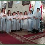 """""""Szívetekbe lép be az Élő Isten"""" – Elsőáldozás a beregszászi római katolikus egyházközségben"""