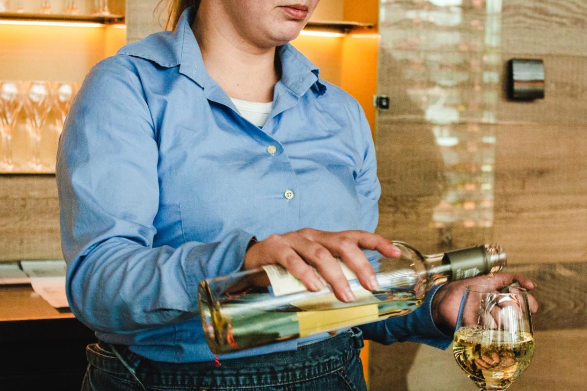 Alkoholizmus. alkoholfüggő bárki lehet kortól, nemtől, iskolázottságtól, anyagi helyzettől függetlenül.