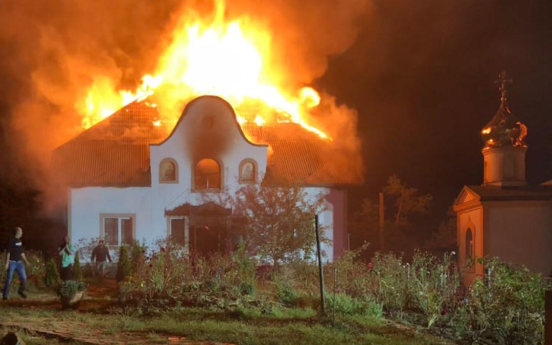 Szerzeteseket mentettek ki egy égő kolostorból az Ilosvai járásban