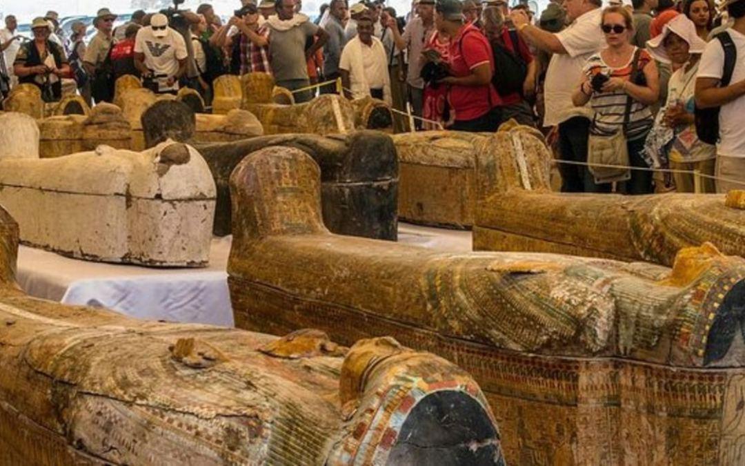 Újabb érintetlen, 2500 éves szarkofágokat tártak fel a régészek