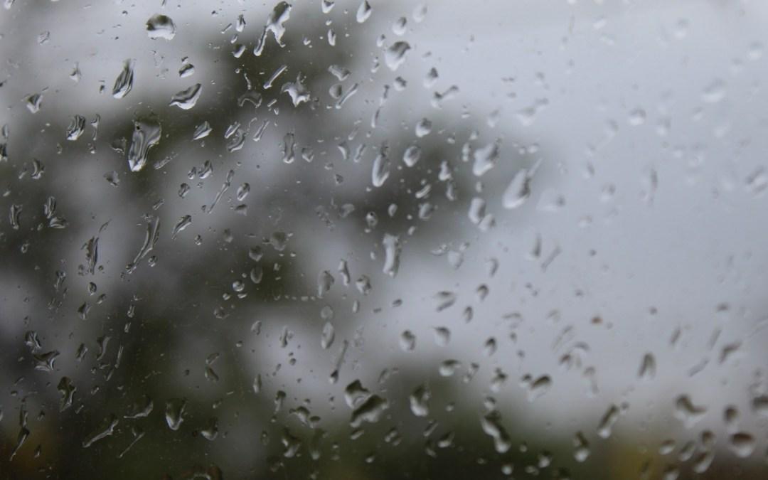 Esővel indul az október